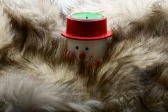 在毛皮的雪人蜡烛 免版税库存照片