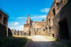 在毛皮围巾的小山的古老废墟在罗马,意大利 免版税图库摄影