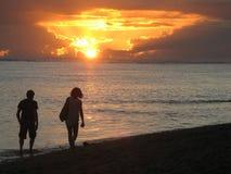 在毛里求斯海滩的夫妇 库存图片