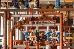 在气体发行植物的工业阀门 免版税库存图片