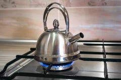 在气体的钢水壶 免版税图库摄影