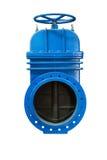 在气体管道的一个白色背景蓝色金属停机阀上 滑刀子闸式阀切断和控制阀 查出 免版税库存照片