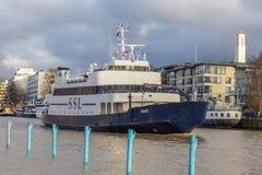 在气氛河的客船在图尔库 库存照片