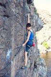 在水上的一个登山人 免版税库存照片