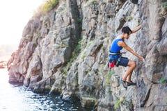 在水上的一个登山人 库存图片
