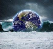 在水下的地球 免版税库存照片