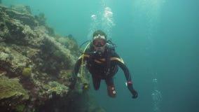 在水下的潜水者 影视素材