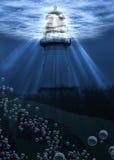 在水之下的灯塔 免版税库存图片