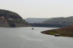 在水利工程的后面存贮水在安得拉邦印度 免版税库存图片