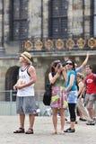 在水坝正方形,阿姆斯特丹的Toursist 库存照片