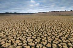 在水坝的旱田 库存图片