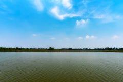 在水库附近的地点在素攀泰国是接近安静和热的夏天天气 免版税库存图片