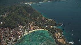 在水晶海洋海湾,热带海岛的鸟瞰图 股票视频