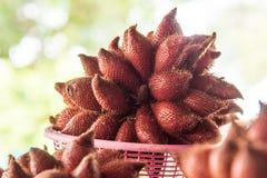 在水果摊的Salacca Zalacca 免版税图库摄影