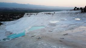 在水池的水和石灰华形成在棉花堡,土耳其 股票视频