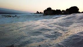 在水池的水和石灰华形成在棉花堡,土耳其 股票录像