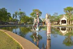 在水池的艺术泰国雕象在Sunthorn Phu memorail 库存图片