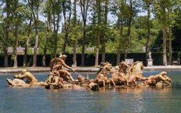 在水池的阿波罗雕塑 图库摄影