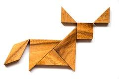 在水牛形状的木七巧板难题在白色背景 免版税库存图片