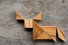 在水牛或公牛形状的木七巧板难题 免版税库存照片