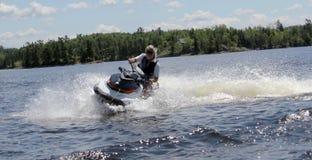 在水的乐趣,伍兹湖, Kenora安大略 免版税库存照片