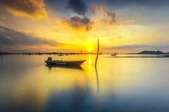 在水的小船准备好钓鱼 免版税图库摄影