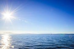 在水的明亮的太阳 库存照片