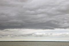 在水的暴风云 免版税图库摄影