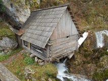 在水的老磨房,在弗尔巴斯河的Krupa 免版税库存图片