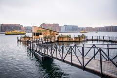 在水的Café 进城哥本哈根,丹麦 免版税图库摄影