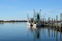 在水路的虾小船 库存图片