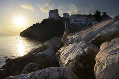 在水边缘的日出在蓬扎岛海岛上 E 库存图片