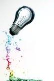 在水面下五颜六色的电灯泡 库存照片