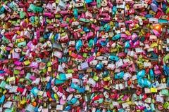 在汉城N塔的爱锁 图库摄影