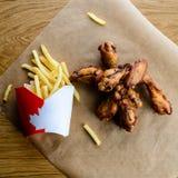在汉堡俱乐部的新的菜单 开胃矿块和炸薯条 库存图片