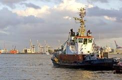 在汉堡端口的拖轮 免版税库存照片