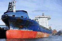 在汉堡(汉堡包哈芬),德国港的集装箱船  免版税图库摄影
