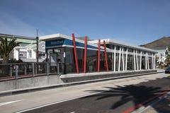 在江边的公共汽车站在开普敦南非 免版税库存照片
