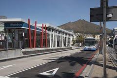 在江边的公共汽车站在开普敦南非 图库摄影