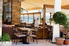 在江边的咖啡馆在波尔图 图库摄影