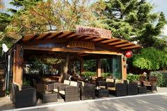 在江边的咖啡馆 库存图片