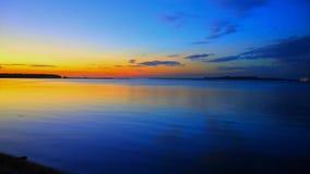在江边的日落在劳托卡斐济岛 免版税库存图片