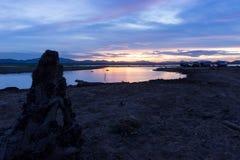 在江边的木材黄昏的 库存图片