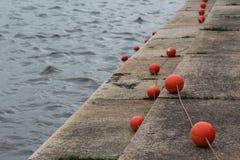 在江边的红色浮体 免版税库存图片