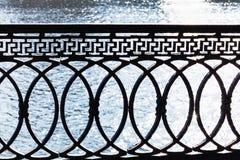 在江边的金属栏杆 库存图片