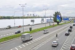 在江边的高速公路在基辅 免版税库存照片