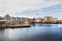 在江边,开普敦的维多利亚码头 库存图片
