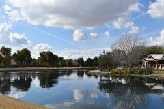 在池塘反映的天空 库存图片
