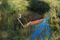 在池塘反映的议院 图库摄影