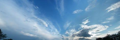 在池塘的云彩 图库摄影
